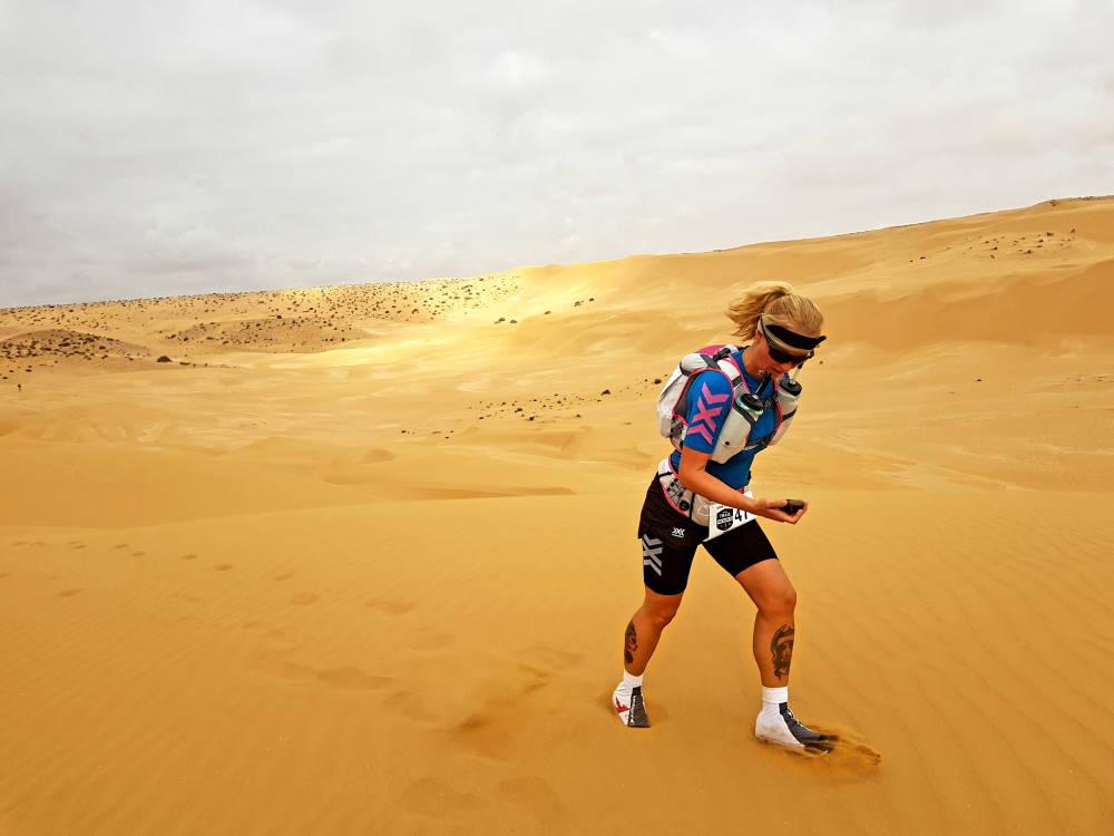 Tanja Schönenborn beim Lauf in der Wüste